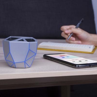 Un look ultra-moderne ! L' Enceinte Bluetooth Géo speaker, argent avec Led Bleue, 3W de Xoopar